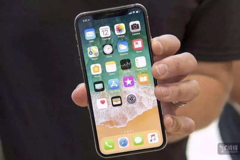 """苹果精简传感器 明年iPhone""""刘海""""会缩小"""