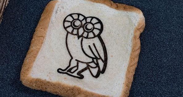 用可食用传感器在你喜欢的食物上画个猫头鹰
