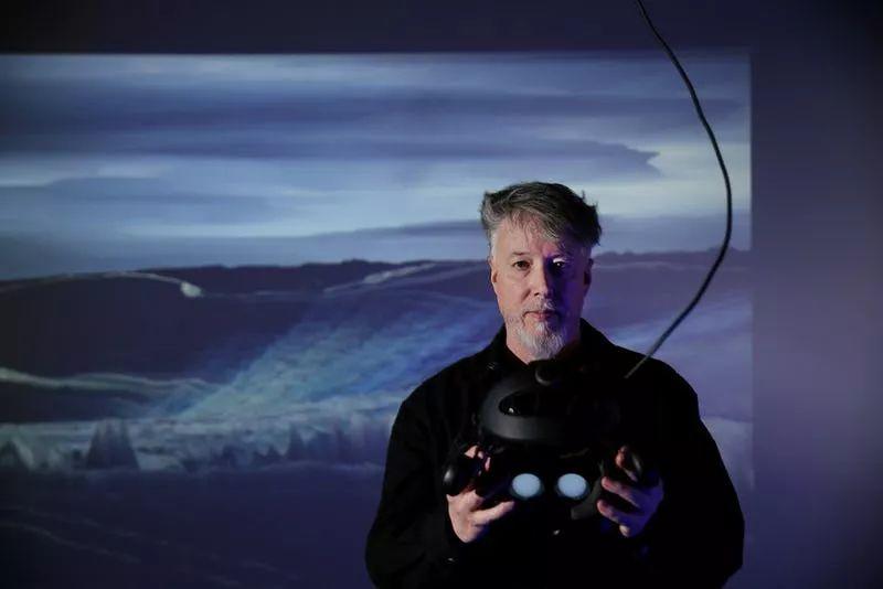 电脑、投影仪、传感器,一间可以穿越时空和宇宙的实验室