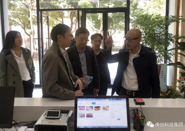 武汉智慧城市试点项目专家团考察庚创科技在沪案例!