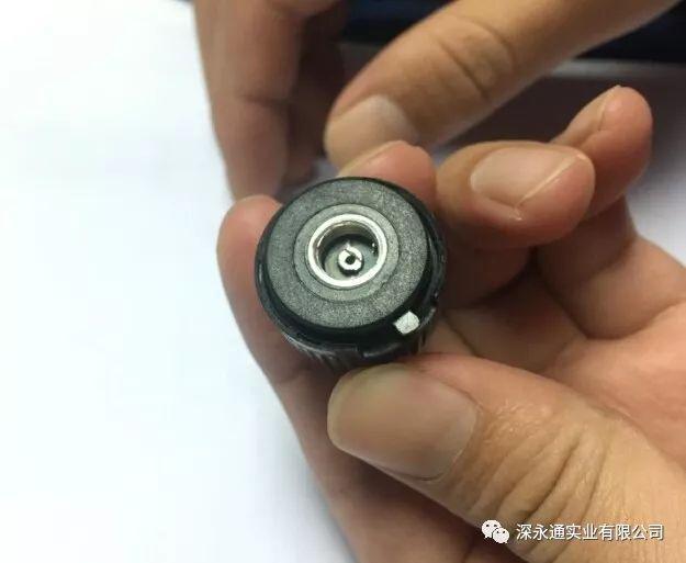 外置胎压传感器更换电池的图文教程